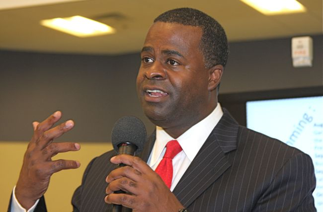 Atlanta Mayor Kasim Reed ousts anti-gay fire chief
