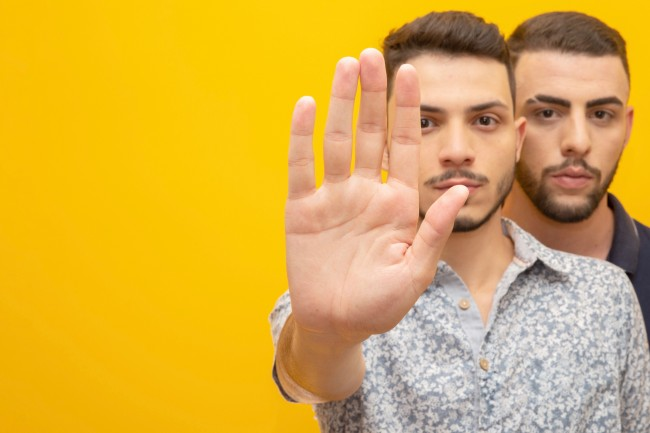 Mutual abuse and 16 signs that your relationship is